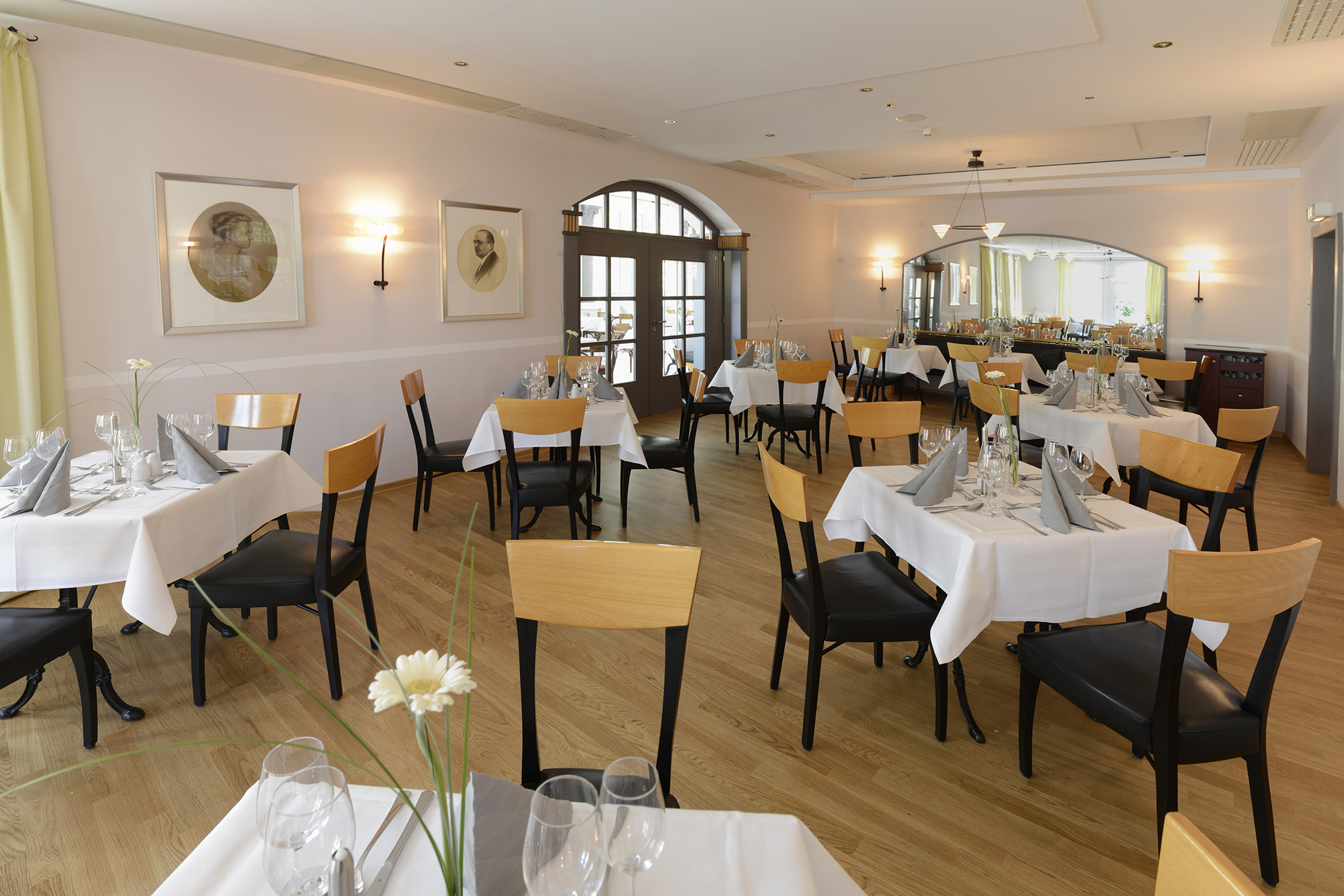 Salon Helene is very suitable for family celebrations